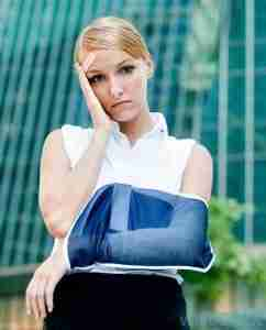 woman-in-sling-with-head-injury