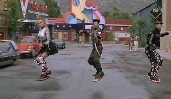 Geleceğe_Dönüş-Back_to_the_future_day-uçan_kaykay-Hoverboard