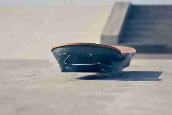 Geleceğe_Dönüş-Back_to_the_future_day-uçan_kaykay-Hoverboard