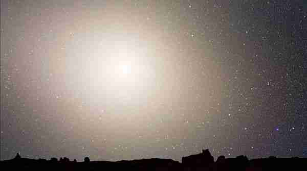 Andromeda-ve-samanyolu-galaksisi-nasıl-çarpışacak