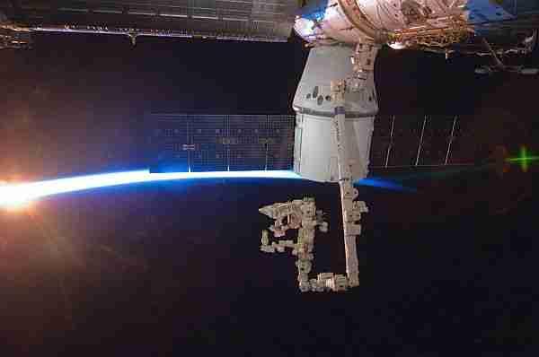 Personel-taşıyıcı-dragon-kapsülü-uzaya-fırlatıldı