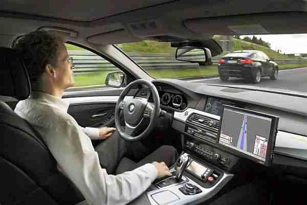 Elektrikli-araç-şarj-eden-akıllı-yollar