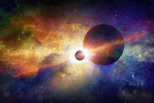 Bilim insanları uzay boşluğunu oluşturan ve kuantum köpük denilen rastgele enerji salınımlarının mikro köpük evrenler olduğunu söyledi. Öyleyse boşluğun enerjisi olarak evrenin genişlemesini sağlayan karanlık enerji de sürekli doğup yok olan geçici evren köpüklerinden meydana geliyor olabilir. Boşlukta kaynar su gibi fokurdayan mikroskobik evren köpüklerini görelim.