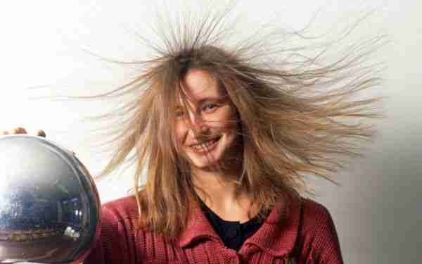 Elektrik-yükü-ve-elektromanyetizma-nedir