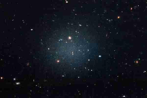 karanlık-madde-yoksunu-galaksiler-nasıl-parçalanıyor